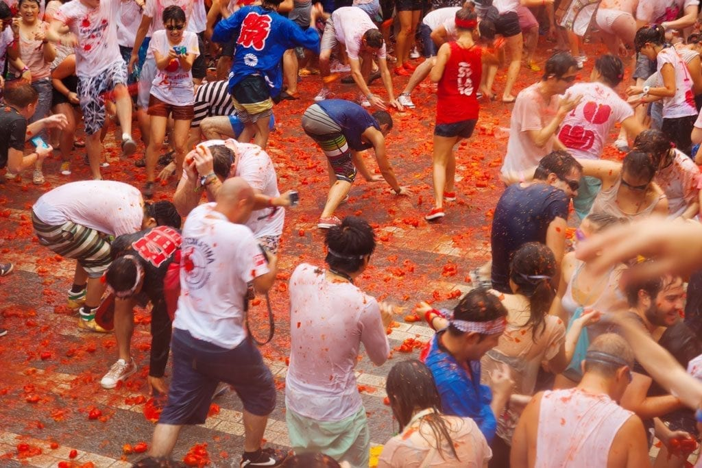 travel tips - la tomatina