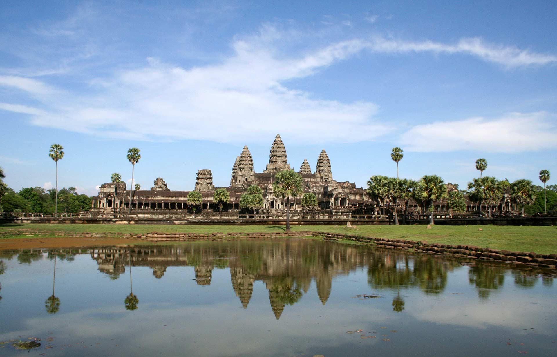 cambodia tourism revenue Tourist-free Angkor Wat in 2006 coronovirus travel advice