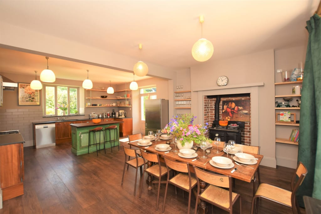 Canine Cottages_Girt Farm_Cook up a storm in the grand open planned kitchen