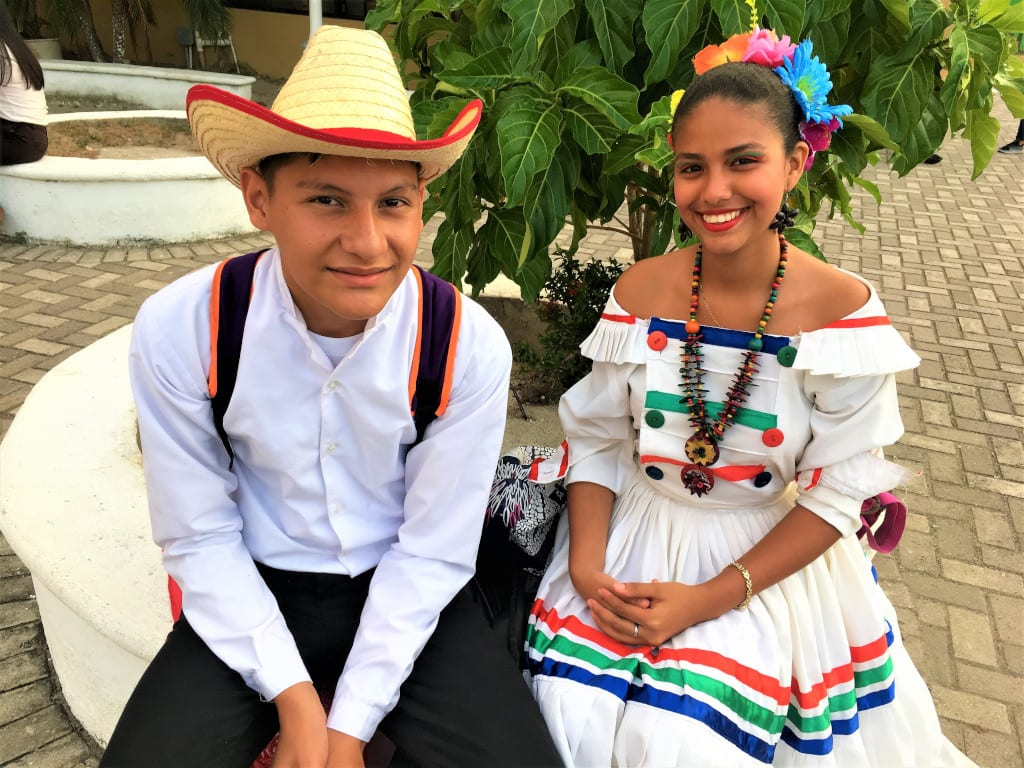 A couple of young dancers at La Ceiba