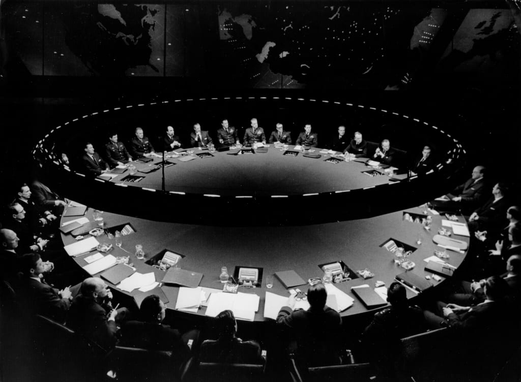 Dr. Strangelove or: How I Learned to Stop Worrying and Love the Bomb, directed by Stanley Kubrick (1963-64; GB/United States). The Conference table in the War Room. © Sony/Columbia Pictures Industries Inc.