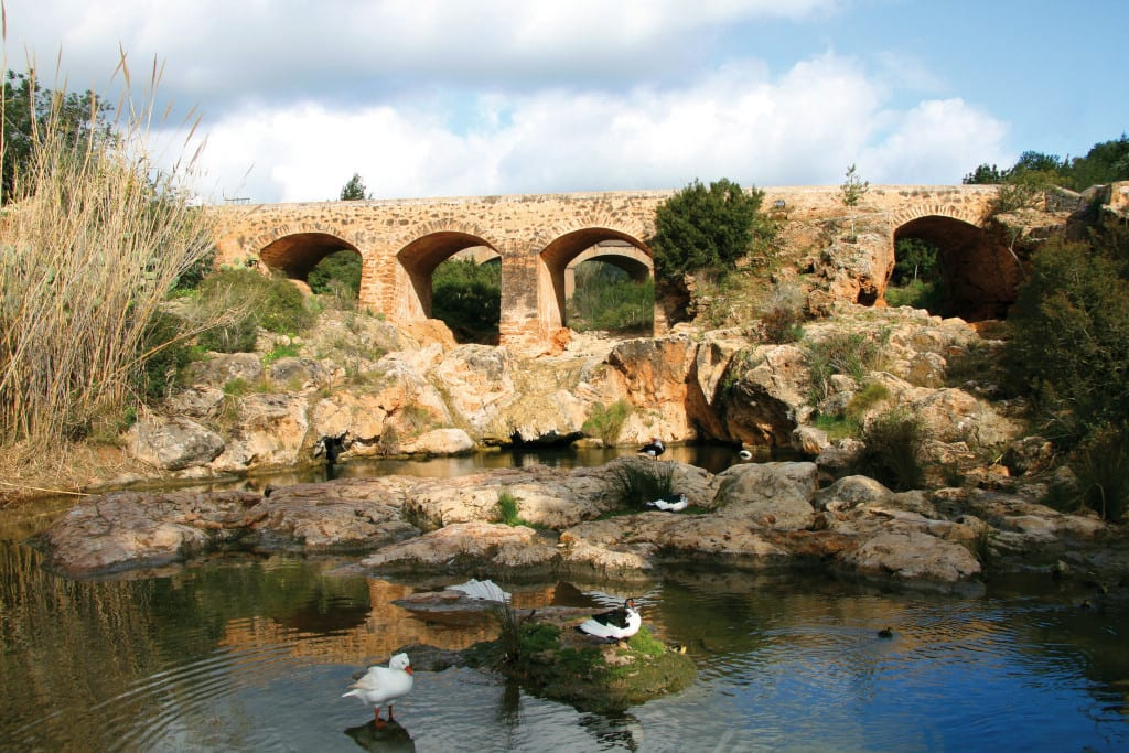 he old bridge (Pont Vell), dating back to the 18th century