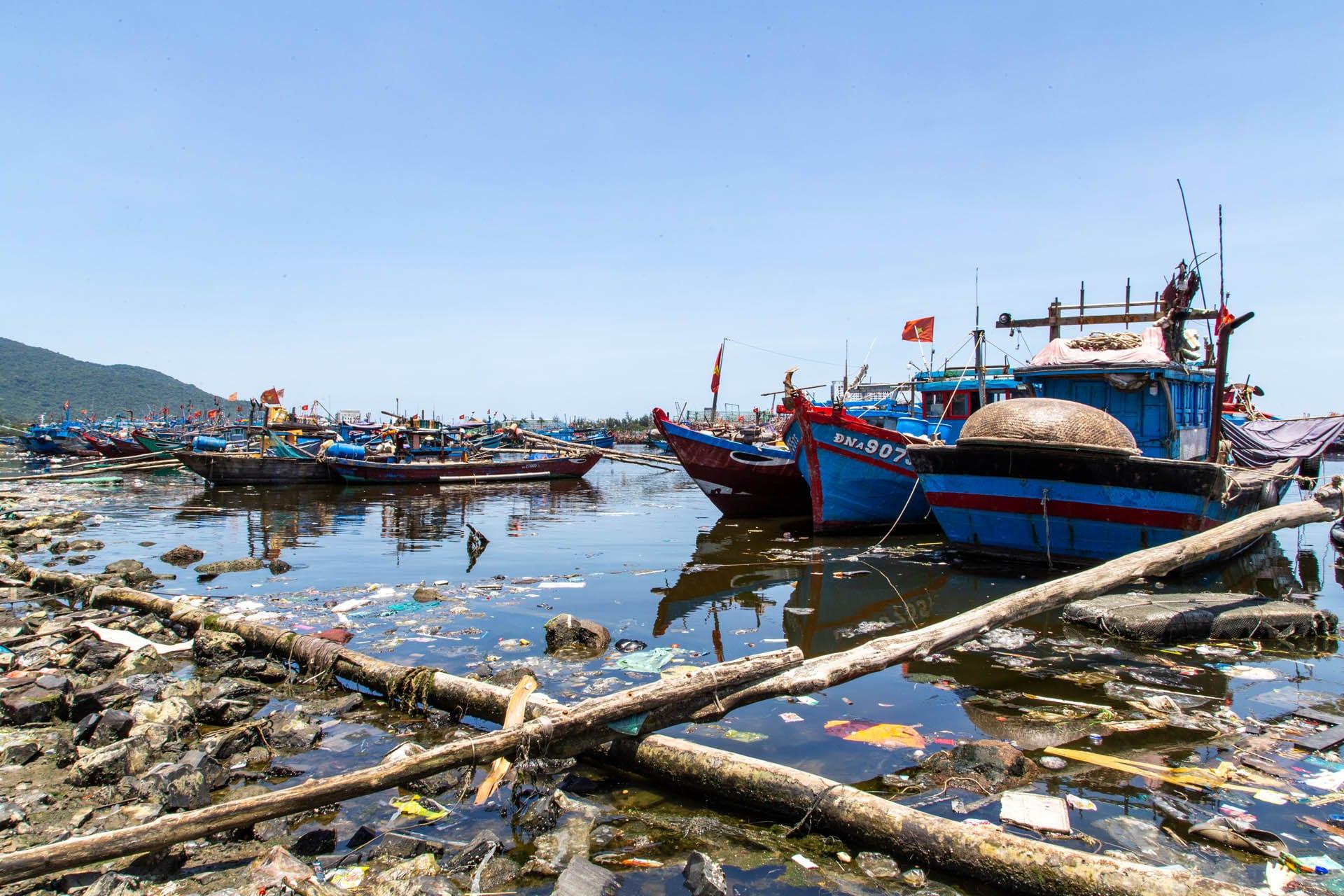 Rubbish in the water at Da Nang's fishing port