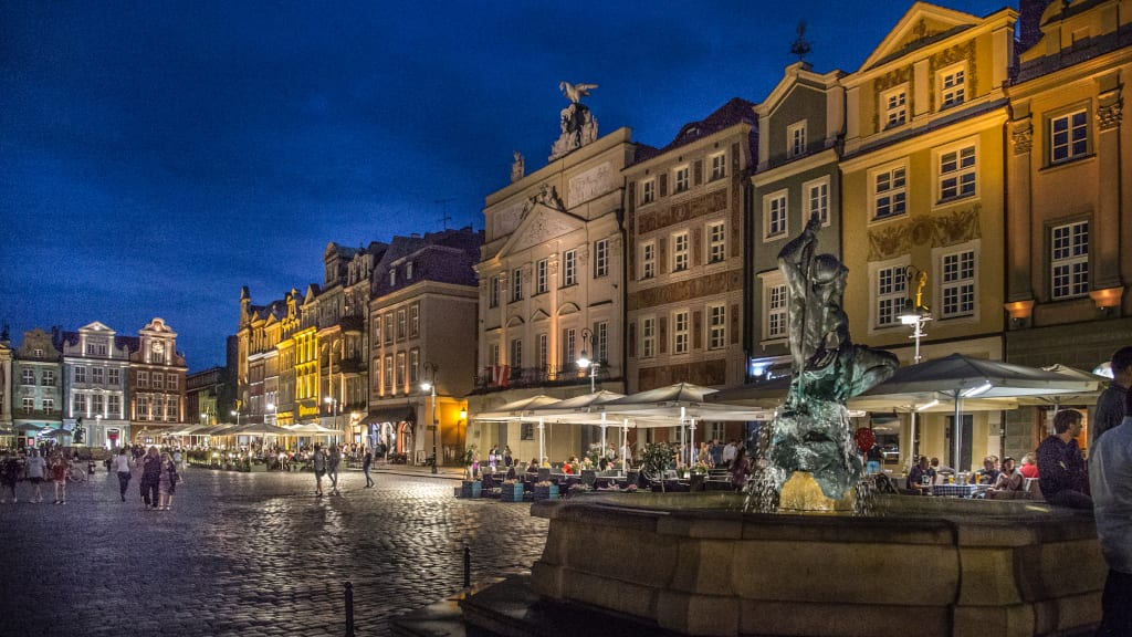 Old Market Suare Poznan at night, photo Jakub Pindych