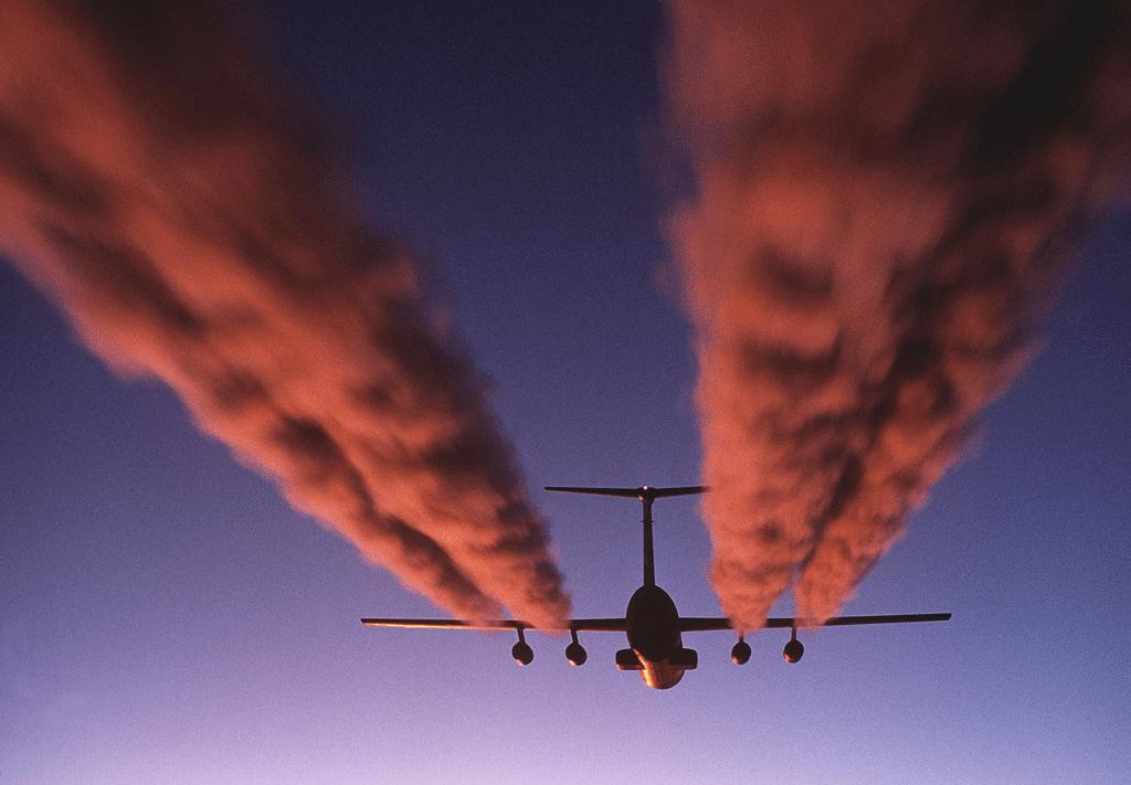 CO2 emissions trains vs planes carbon emissions split