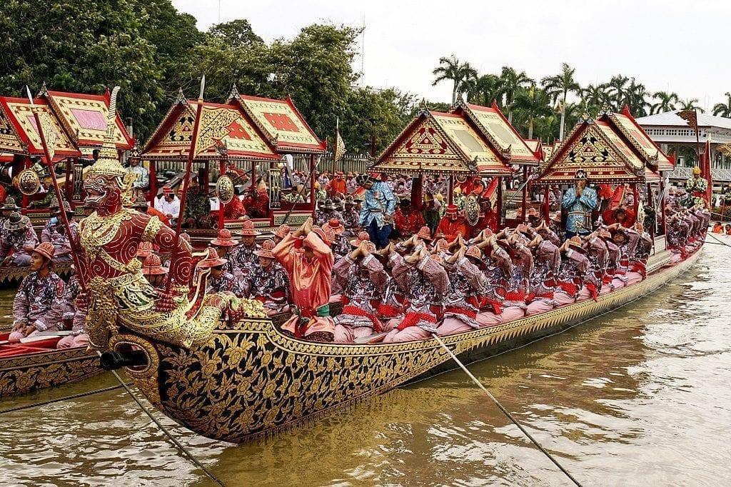 Rowers performing the Thai ritual 'wai' greeting, Thailand