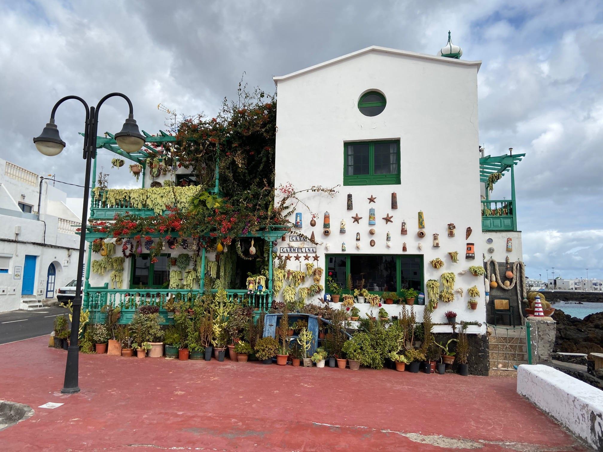 Casa Carmelina, a blithe spirit
