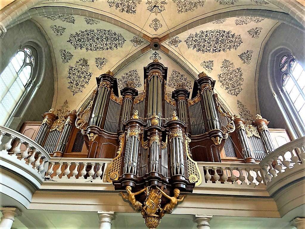 The magnificent organ at St Francois Church