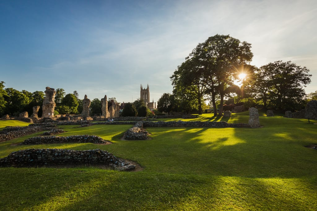 Abbey of St Edmund remains and St Edmundsbury Cathedral in the Abbey Gardens (credit Tom Soper)