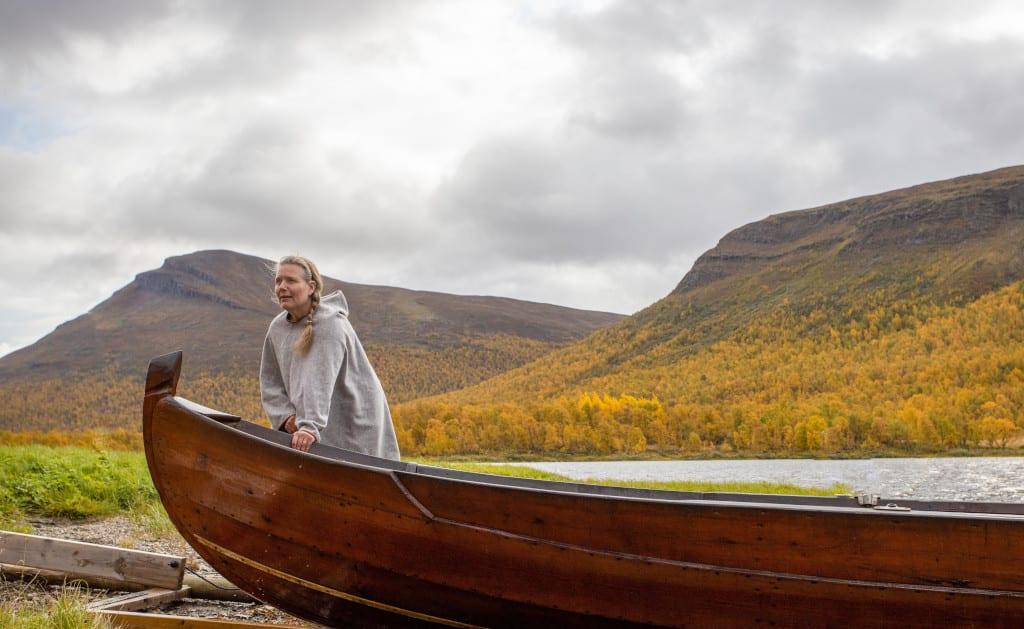 Ann-Kristine Vinka - long wooden boat at Geunja Sami Ecolodge, PhotoByRobertHansson