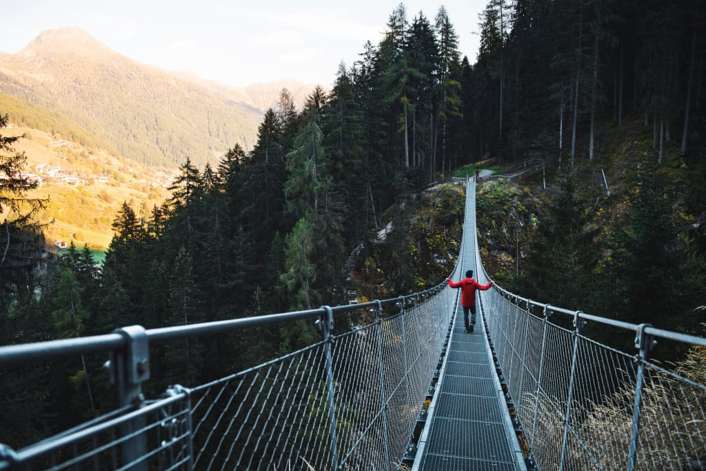 Ponte tibetano sul Rio Ragaiolo val di Rabbi foto Simone Mondino