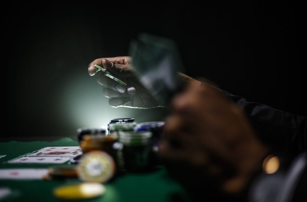 Online Things to Do While Travelling Including Online Casino