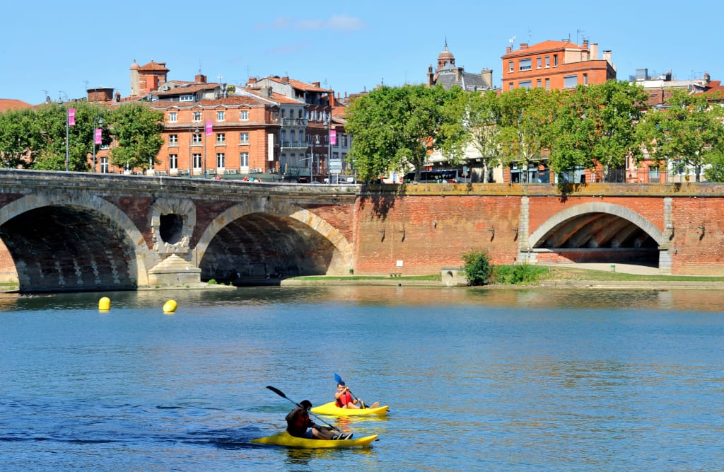 Toulouse is situated on the Garonne river