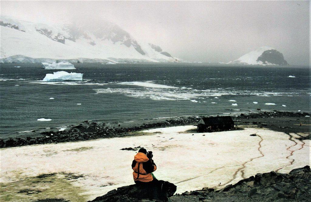 The Impulsive Explorer: Self-discovery in the Antarctic