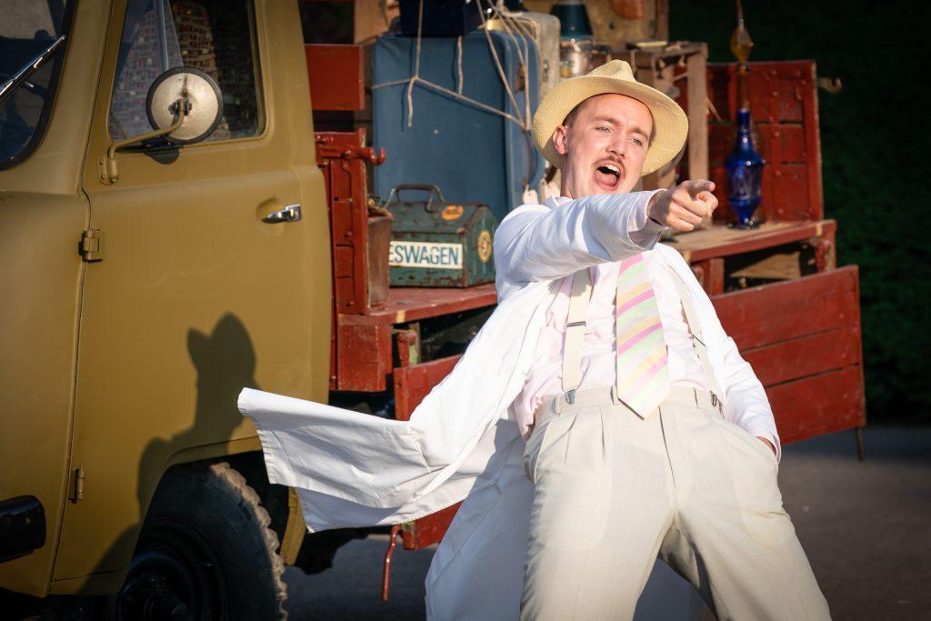 Oskar McCarthy as Dulcamara